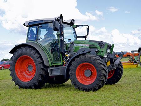 traktor-fendt-210
