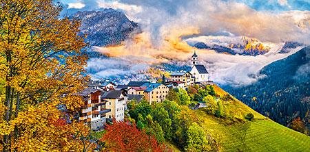Abgelegenes Dorf am Rande der Berge