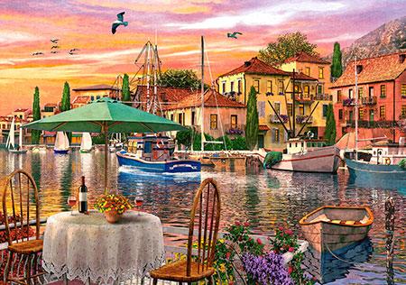 Romantischer Sonnenuntergang im Hafen
