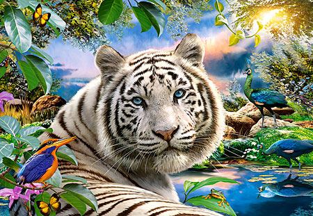 Weißer Tiger in der Dämmerung