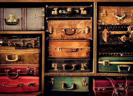 schrank-mit-reisekoffer