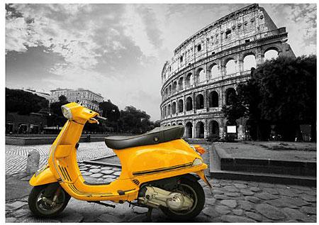 Gelber Roller vor dem Kolosseum