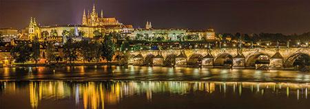 Karlsbrücke bei Nacht