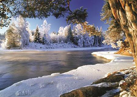 winterlicher-fluss-in-schweden