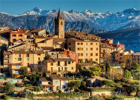Stadt an den Alpen