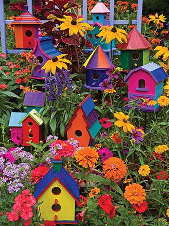 Farbenfrohe Vogelhäuser