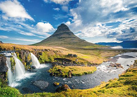 Wasserfall vor Kirkjufel auf Island